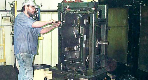 800-lb. gray iron transmission case in an 800MM horizontal machining center